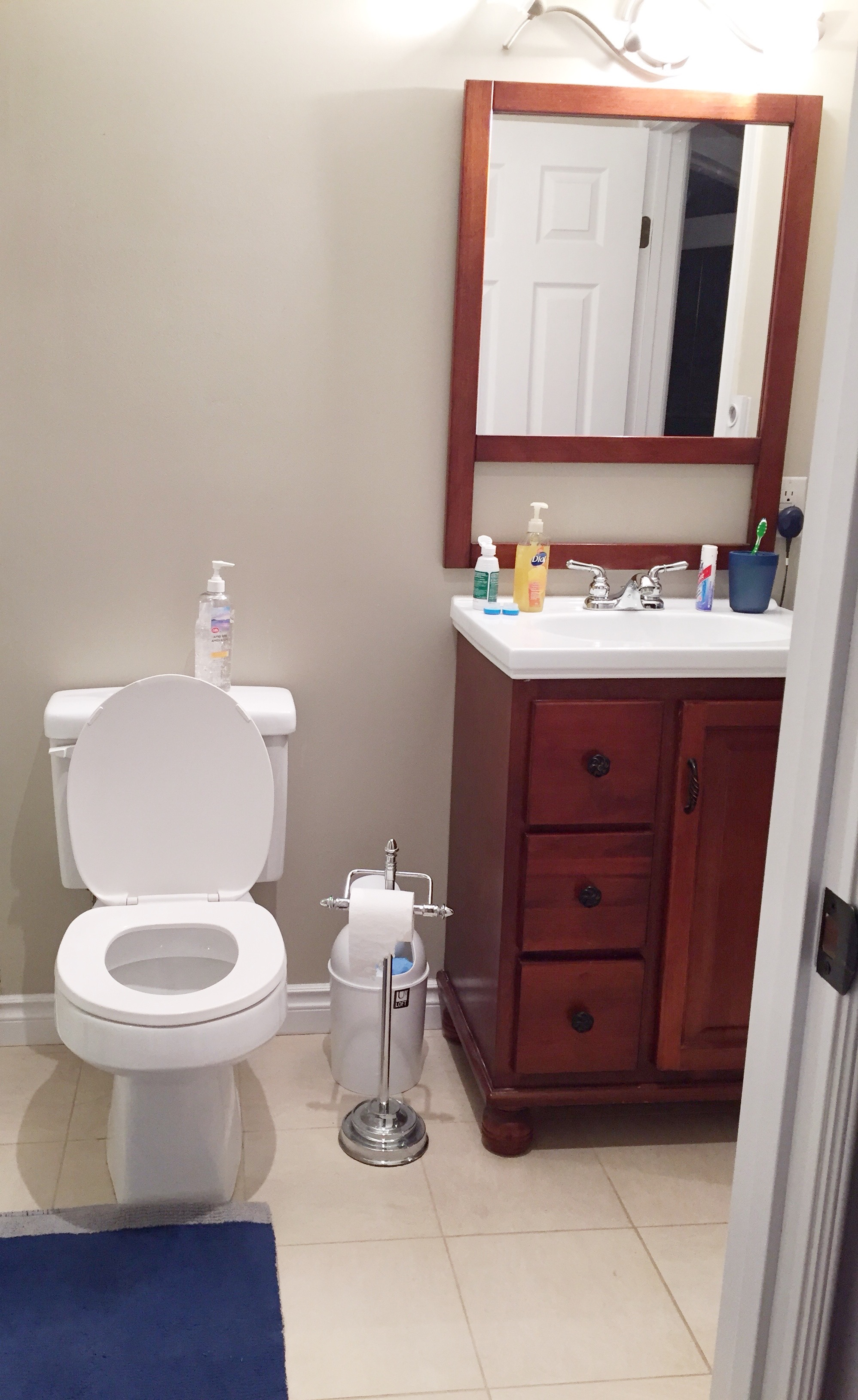 Bathroom vanity seat